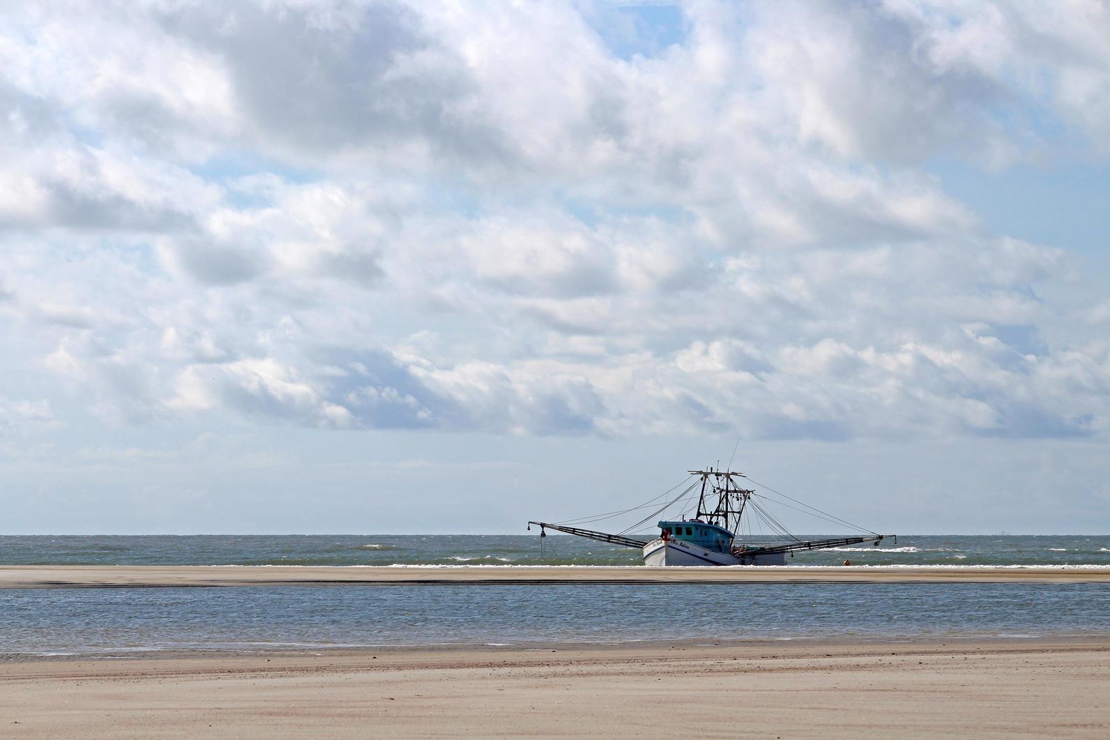 Beached shrimp boat. Photo: Savannah Penney.